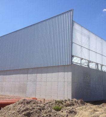 Folie-overkappingen gemonteerd op ter plaatse gestorte betonwanden